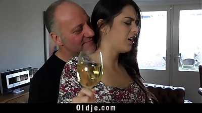 holy shit he's hot... I prefered the first story tho ,wowww ,Carolina April open up her pussy to get fuck really good ,Sh is spanish. Her name Carolina Abril ,who is she?
